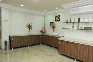 A cozinha ou cozinha compacta de Mavil Plaza Hotel