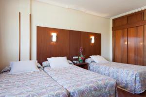 Cama o camas de una habitación en Hotel Galaico