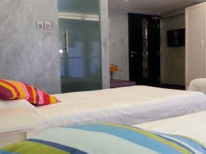 A bed or beds in a room at Espace Elastique B&B with contactless check-in