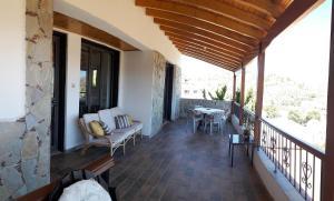 A balcony or terrace at Danai Village House