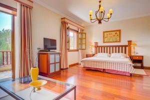 Een bed of bedden in een kamer bij Hotel Spa Villalba