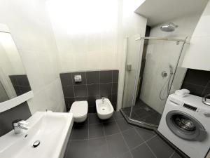 Vonios kambarys apgyvendinimo įstaigoje Apartment OneClickRent 2 SmartHouse