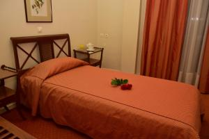 A bed or beds in a room at Hotel Galaxias