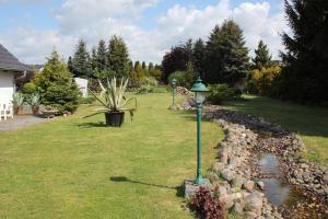 Ein Garten an der Unterkunft Ferienhof Alte Schmiede