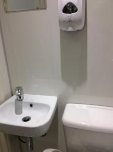 A bathroom at Rudan Guest House