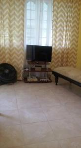 A television and/or entertainment centre at Robby's Place