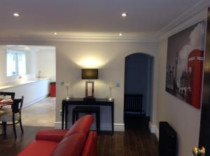 A seating area at iStay247 Apartments-Stoke Newington