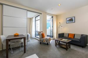 A seating area at Quest on Queen Serviced Apartments