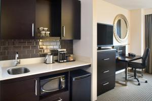 A kitchen or kitchenette at The Hollis Halifax - a DoubleTree Suites by Hilton