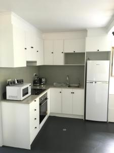 A kitchen or kitchenette at The Jungle Stays