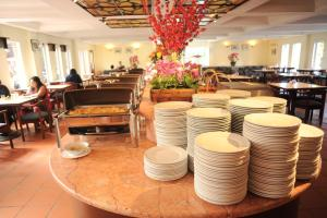 A restaurant or other place to eat at Heritage Hotel Cameron Highlands