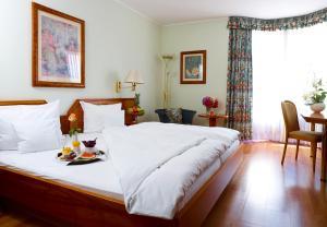 Ein Bett oder Betten in einem Zimmer der Unterkunft Rheinhotel Larus