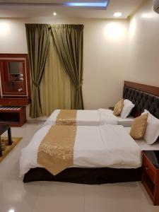 Cama ou camas em um quarto em أجنحة الرؤية للوحدات السكنية قصر النهضة سابقاً