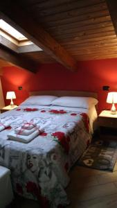 A bed or beds in a room at Casa Delle Rose