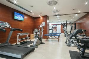 The fitness centre and/or fitness facilities at Hotel Best Front Maritim