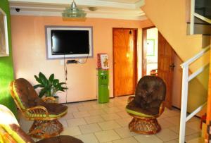 A television and/or entertainment center at Val Paraiso Pousada