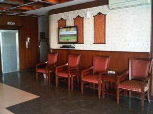 O lounge ou bar de Durat Al Matar Apartment