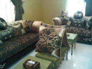Uma área de estar em Durat Al Matar Apartment
