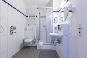 A bathroom at a&o Aachen Hauptbahnhof