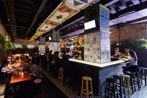 The lounge or bar area at Mama Shelter Rio De Janeiro