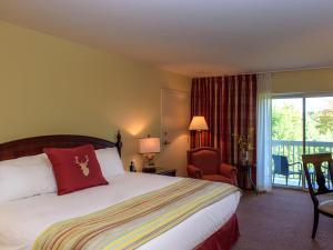A bed or beds in a room at Deerhurst Resort