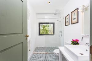 A bathroom at Quinta do Gato, Douro Valley, Armamar
