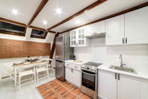 Kuchyňa alebo kuchynka v ubytovaní Cracow Rent Apartments