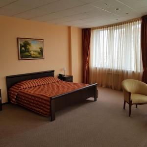Кровать или кровати в номере Парус Отель