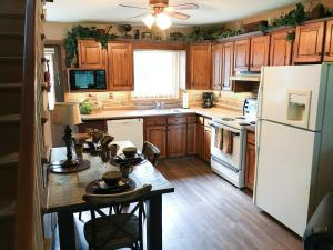 A kitchen or kitchenette at Vinifera, The Inn on Winery Row