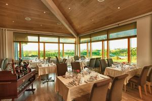 A restaurant or other place to eat at Icelandair Hotel Fludir