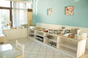 En restaurang eller annat matställe på Esperides Hotel