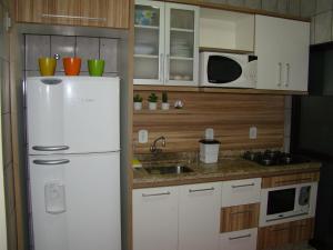 A kitchen or kitchenette at Apartamento 3 quartos