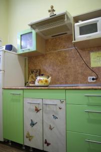 Кухня или мини-кухня в Podsolnuh Hostel