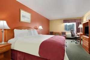 A bed or beds in a room at Days Inn by Wyndham Lumberton