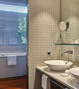 Salle de bains dans l'établissement Gran Hotel Domine Bilbao