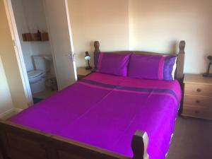 A bed or beds in a room at 287 Green Lanes