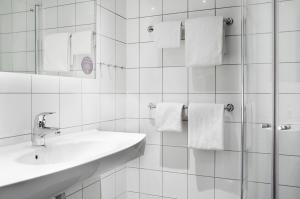 A bathroom at Comfort Hotel Xpress Youngstorget