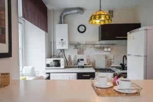 Кухня или мини-кухня в Nine Nights Apartments on Kuznetsova 57