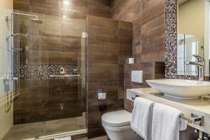Ванная комната в Golden Tulip Borjomi