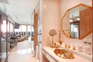 A bathroom at Hotel Eclat Taipei