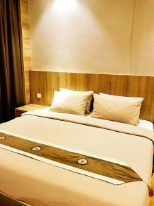 A bed or beds in a room at Imperial Grand Suite Apartment