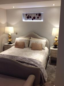 A bed or beds in a room at iStay247 Apartments-Stoke Newington