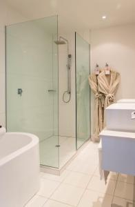 A bathroom at Regent of Rotorua Boutique Hotel