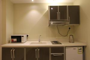 A cozinha ou cozinha compacta de Hayat Rose Hotel Apartments