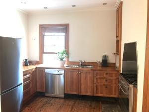 A kitchen or kitchenette at Zaara