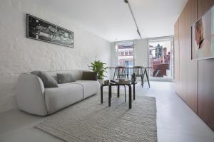 A seating area at Snooz Ap Holiday & Business Flats