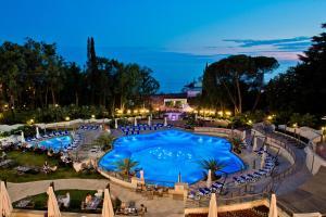Вид на бассейн в Swissоtel Resort Сочи Камелия или окрестностях