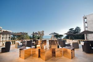 A restaurant or other place to eat at Swissôtel Resort Sochi Kamelia