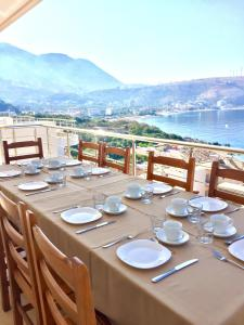 A restaurant or other place to eat at Vila Kosteli