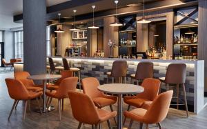 The lounge or bar area at Jurys Inn Nottingham